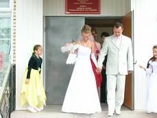 Свадьба. Выход молодожёнов из ЗАГса